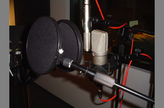 The double mic setup used for audio examples 1-22 using a Mojave MA-200 and a Royer R121.