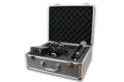 The LA-320 in its flight case with accessories